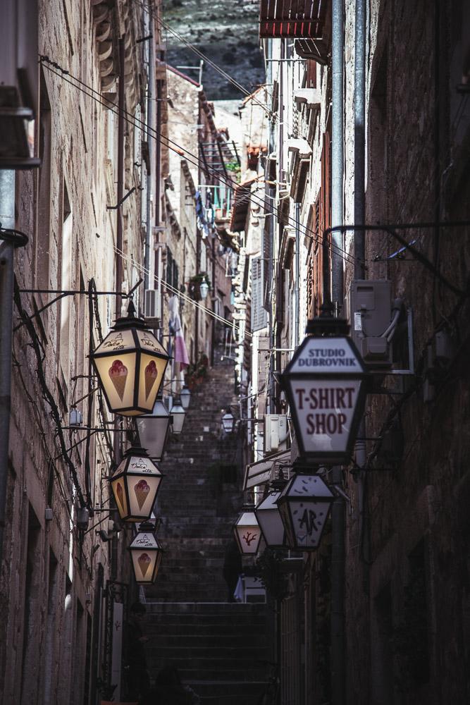 dubrovnik narrow street anamarijabujic.com